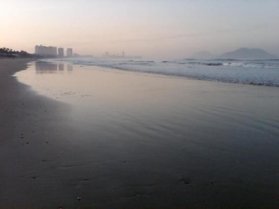 Mayan Palace Mazatlan : Walking on the beach at 6:30AM... just as the sun is coming up.
