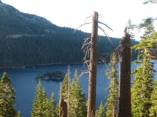 Vikingsholm: Fannette Island in the middle of Emerald Bay