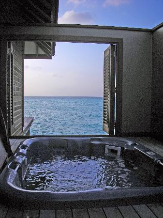 Veligandu Island Resort & Spa: Hot tub view...