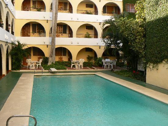 Best Western Maya Yucatan: Vue de la piscine