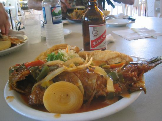 Port Royal, Giamaica: Brown Stew fish, festival and Red Stripe