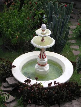 مانشن دو تشوكليت: The hotel comprises 5 patios