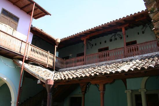 مانشن دو تشوكليت: All upstairs rooms have balconies