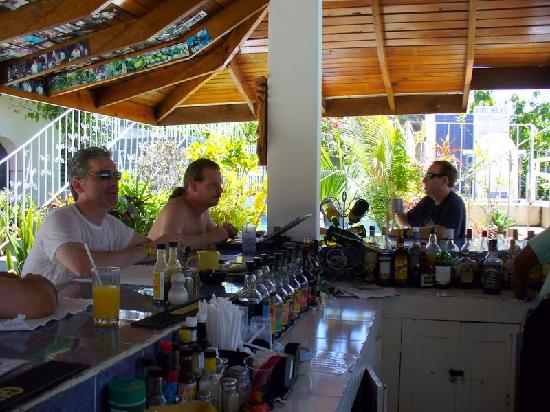 Seastar Inn: Hanging out at the bar, eating