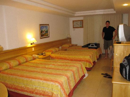 Atlantico Buzios Hotel: Our Room- Big bed but uncomfortable