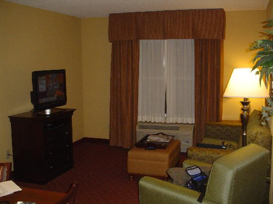 Homewood Suites by Hilton Portland: living room