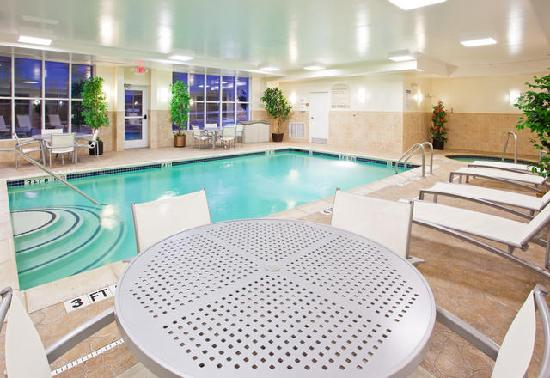 Auburn Hills, MI: Heated indoor pool and whirlpool!