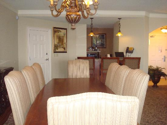 Rosen Shingle Creek: Dining Room and Kitchen Area