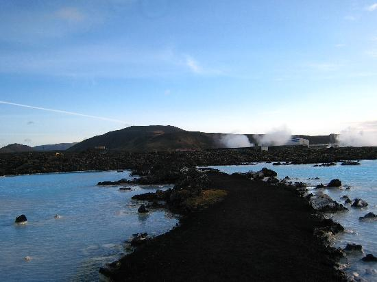 Silica Hotel: pathway to the public Blue Lagoon which is 600m from Blue Lagoon Clinic