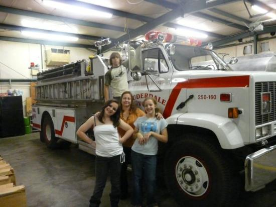Lauderdale, MS: Christmas at the firehouse