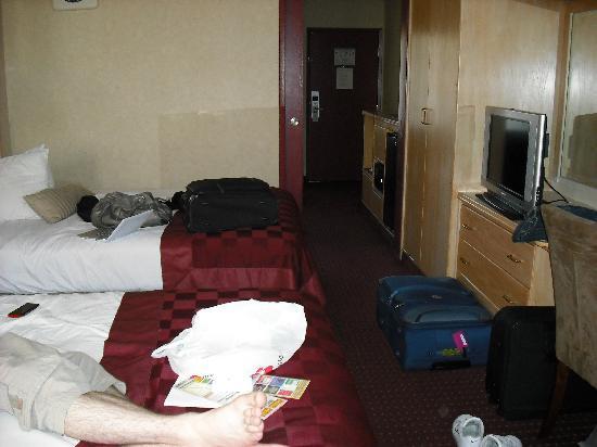 Ramada by Wyndham Anaheim Convention Center: Bed room