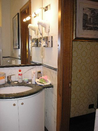 Les Chambres d'Or Hotel: Baño