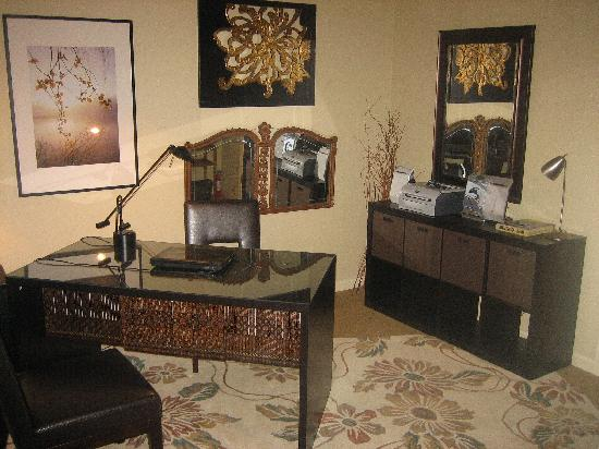 Augusta House Bed and Breakfast: office