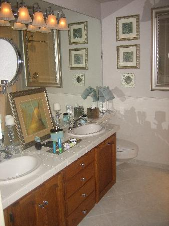 Augusta House Bed and Breakfast: bathroom
