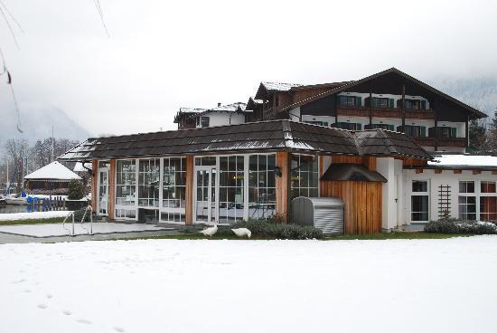 Hotel Seefischer am Millstättersee: Ansicht vom Seeufer