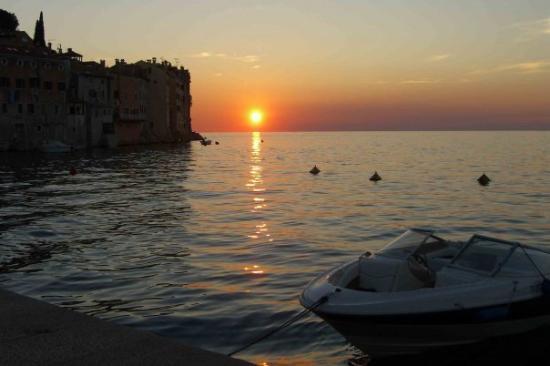 Risultati immagini per Rovigno: Isola Rossa - il tramonto di oggi