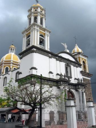 Colima, Messico: Comala's main church