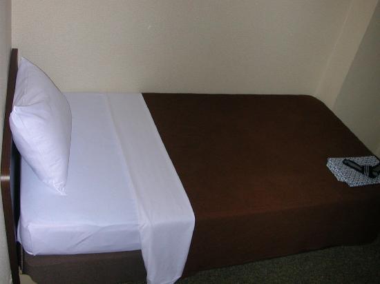 Victoria Hotel: ベッド