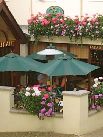 The Terrace Tapas & Wine Bar: Heated Outside Terrace