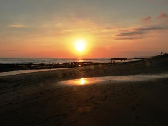Hotel Tugu Bali: coucher du soleil sur Canggu Beach