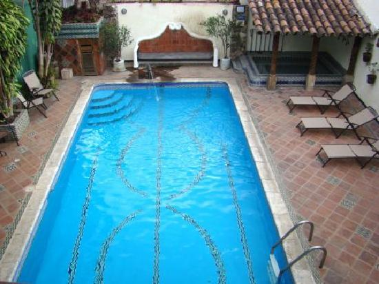 Hotel Casa del Parque: heated swimming pool and jacuzzi
