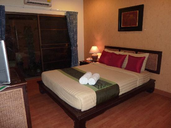 Chiang Mai Thai House: chambre avec patio