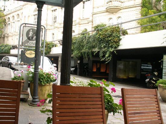 Hotel Am Friedrichsbad mit Prager Stuben: Restaurant garden