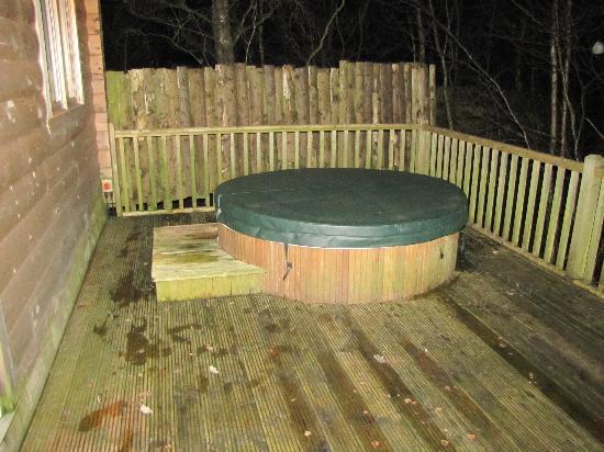 Quarry Walk Lodges: Hot tub