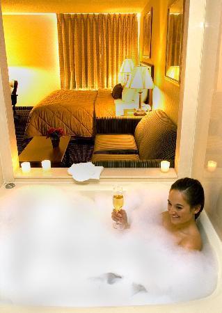 Comfort Inn Livonia: Jacuzzi Suites