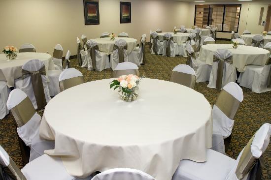 Comfort Inn Livonia: Banquet Room