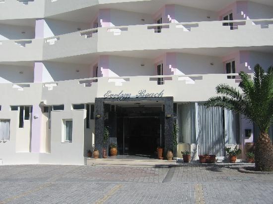 Evelyn Beach Hotel: Hotel entrance