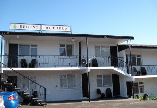 Regent of Rotorua : Front view / car park