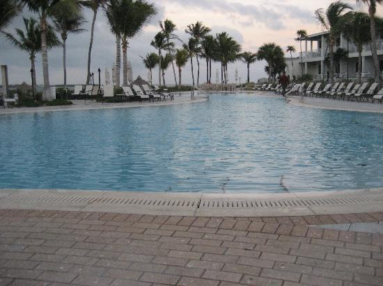 Hawks Cay Resort: Main Pool