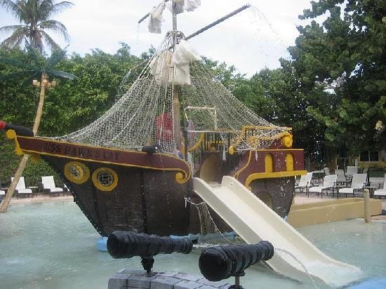 Hawks Cay Resort: Pirate Ship Pool