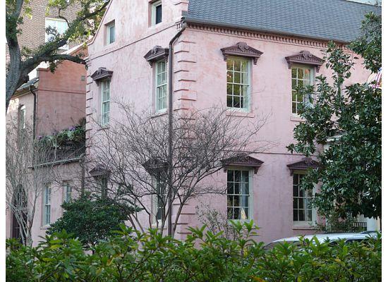 Olde Pink House Restaurant: pink house restaurant exterior