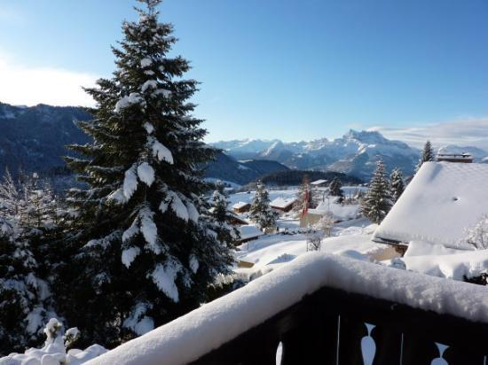 Leysin, Sveits: Great view from our balcony / Magnifique vue depuis notre balcon