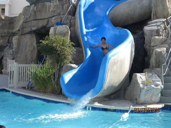 Palm Canyon Resort & Spa: My kids enjoyed the waterslide!