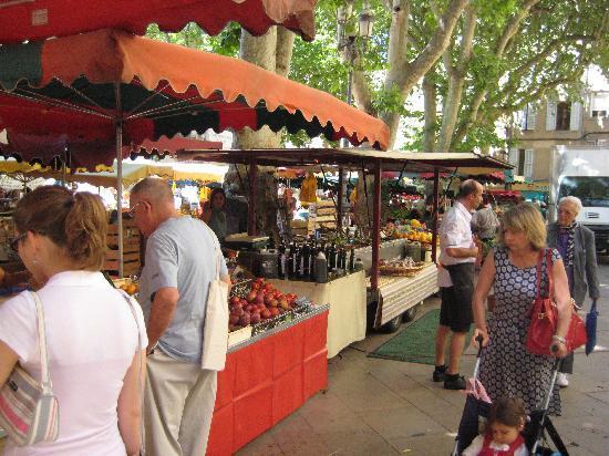 Hotel En Ville: Weekday market
