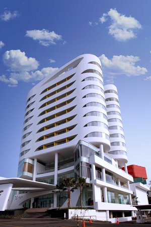 Sensa Hotel: Hotel Building