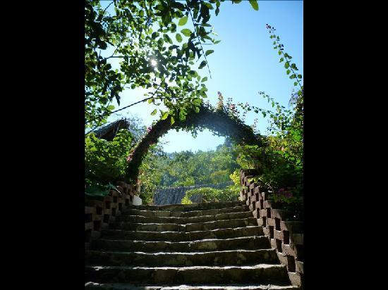 Casas de los Suenos: up the steps to los suenos