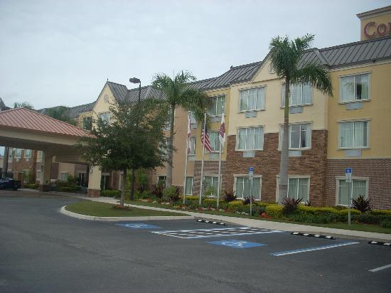 Courtyard Sarasota University Park/Lakewood Ranch Area : Front of hotel