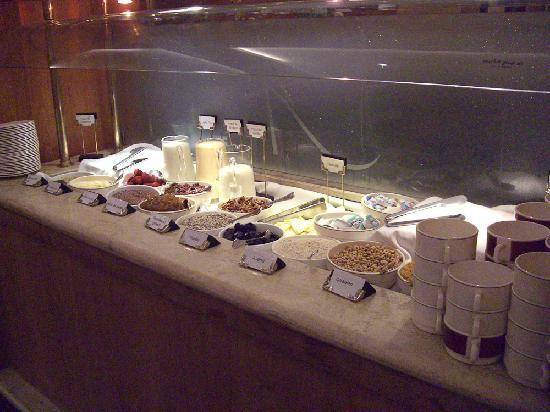 فندق أليجاندرو آي: Breakfast