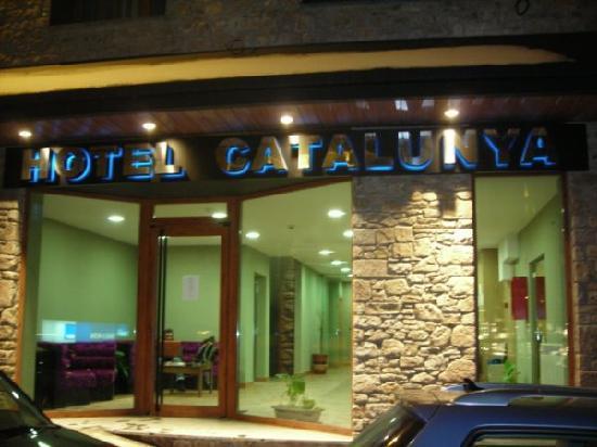 Hotel Catalunya: FACHADA