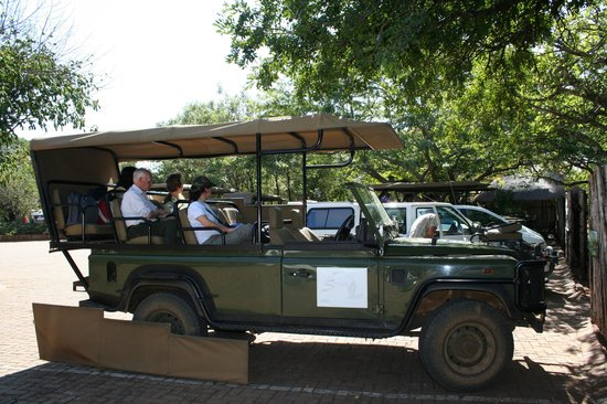 Shishangeni Private Lodge: jeep safari