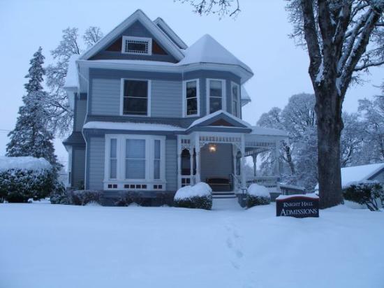 ฟอเรสต์โกรฟ, ออริกอน: Knight Hall, Pacific University, Forest Grove, OR -- snowfall '08