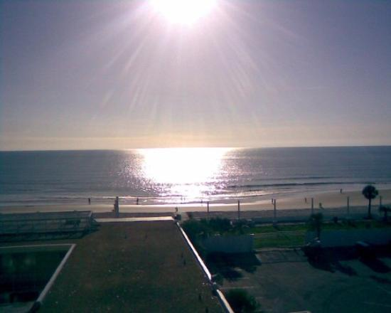 daytona beach senior singles Florida is known as sunshine state and seniorpeoplemeetcom is here to bring their senior singles funjtravers daytona beach, fl 7 more walking on the beach.