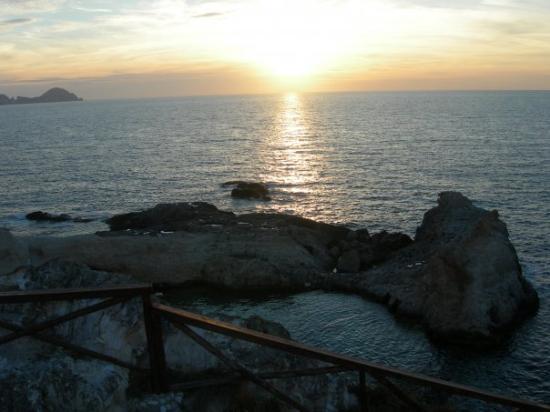 Potret Ponza Island