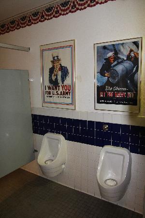 Palm Springs Air Museum : Même la déco des toilettes est soignée !