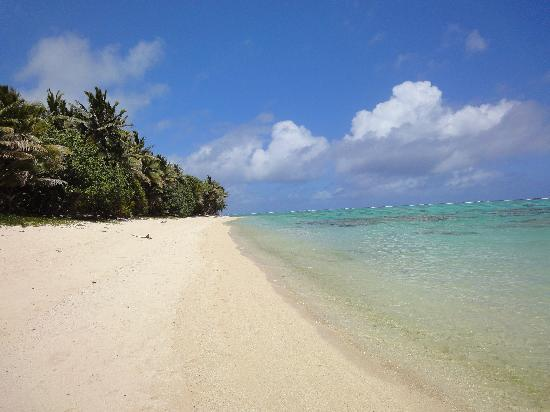 Titikaveka, Cook Islands: beach next to makayla