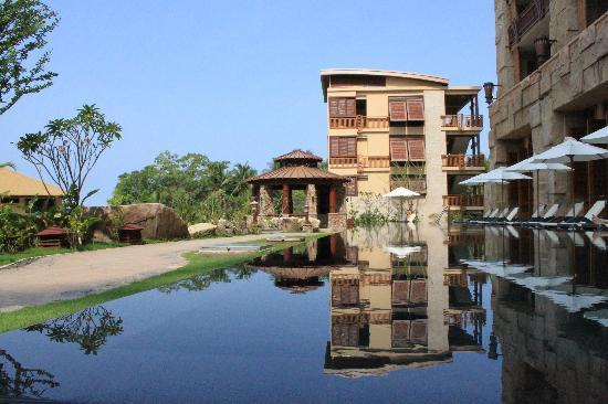 Centara Grand Mirage Beach Resort Pattaya : The lovely & quiet lap pool